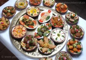Variedad de Mezza (pequeños platos típicos libaneses para compartir)
